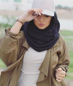 Hijab Fashion Selection of special veiled trendy looks Modern Hijab Fashion, Muslim Fashion, Modest Fashion, Fashion Outfits, Casual Hijab Outfit, Hijab Chic, Hijabi Girl, Girl Hijab, Modest Dresses