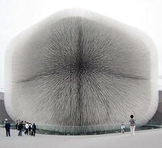 The Seed Cathedral by architect Thomas Heatherwick (for the Shanghai Expo, 2010) sits in the center of the UK Pavilion's site, formed from 60,000 slender transparent fibre optic rods. Pinch to zoom  photo edit by @ratedmodernart #thomasheatherwick