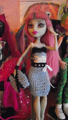 Rochelle - real colours skirt Monster High Doll Clothes, Monster High Dolls, Crochet Barbie Clothes, Crochet Dresses, Crochet Monster High, Rochelle Goyle, Doll Crafts, Beautiful Outfits, Colours
