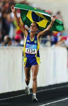 VANDERLEI CORDEIRO DE LIMA - UM PÓDIO MAIS HERÓICO Na terra de Feidípedes, maratonista brasileiro deu show de garra e fair play