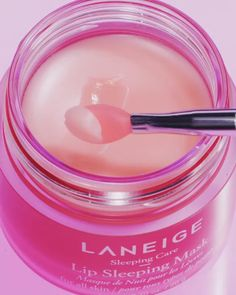 Shop LANEIGE's Lip Sleeping Mask at Sephora. The leave-on lip mask soothes and moisturizes for smoother, more supple lips overnight. Sugar Scrub Diy, Diy Scrub, Glossy Makeup, Skin Makeup, Beauty Care, Beauty Skin, Beauty Hacks, K Beauty, Summer Beauty