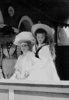 Tsarina Alexandra with her oldest daughter, Grand Duchess Olga Romanov.