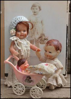 ***ari popjes, één met haar, één met geverfd haar en een baby ari-popje***