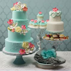 Floral wedding cakes from DecoPac's Sweet Bliss collection