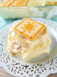 Paula Deen's Banana Pudding- this iconic recipe using cream cheese and sweetened condensed milk isn't the Banana Pudding you grew up with but it's a classic for a reason - it's insanely delicious! Banana Pudding Desserts, Best Banana Pudding, Banana Recipes, Cake Recipes, Dessert Recipes, Layered Desserts, Köstliche Desserts, Delicious Desserts, Yummy Food
