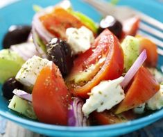 Traditional Greek salad is a staple meal in my diet, I love to source the ingredients from my grandparents' garden! Get my Greek salad recipe here. Traditional Greek Salad, Cucumber Tomato Salad, Clean Eating, Healthy Eating, Greek Salad Recipes, Eating For Weightloss, Cooking Recipes, Healthy Recipes, Tzatziki