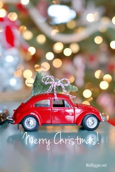 26 Extraordinary Stand-Up Christmas Decoration Ideas - Christmas Celebrations Christmas Car, All Things Christmas, Vintage Christmas, Christmas Holidays, Christmas Gifts, Christmas Ornaments, Merry Christmas, Burlap Christmas, Modern Christmas