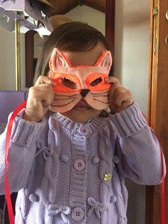 Gatinha linda, máscara de feltro!