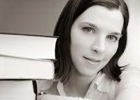 """Dana Graham - Autorin des Monats Juli 2012  """"Dana Graham wurde 1975 geboren und lebt mit ihrer Familie in Südhessen. """"Mit Schwert und Feder"""" ist ihr Debütroman.""""  Danas Autorenseite auf XinXii: http://www.xinxii.de/mydocs.php?pid=3781a"""