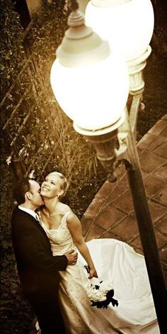Libertyville has street lights similar to these. THIS would be a WONDERFUL picture!
