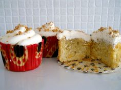 cupcakes whit peach and amaretto frosting