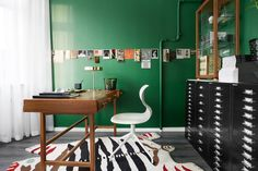 green Wall colour home office. One apartment, three different stylists
