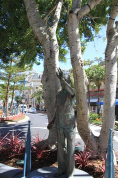Statue of Sir Bruce Small, Elkhorn Avenue, Surfers Paradise. He laid the foundation for Surfers Paradise to become a popular Tourist destination. Vacation Resorts, Hotels And Resorts, Paradise Hotel, Romantic Getaways, Beach Holiday, Surfers, Gold Coast, Garden Sculpture, Foundation