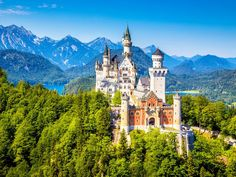 Postcard with a picture of Schloss Neuschwanstein castle in Bavaria, Germany. This castle was the inspiration for the Sleeping Beauty castle at Disneyland. Sent by a Postcrosser in Germany. Disney Rides, Walt Disney, Disney Parks, Disney Movies, Hotel Innsbruck, Sleeping Beauty Castle, Germany Castles, Neuschwanstein Castle, Fairytale Castle