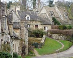Cotswold Cottages,loved it there! Wonderful Places, Great Places, Beautiful Places, Beautiful Buildings, Beautiful Homes, House Beautiful, Cozy Cottage, Cottage Style, Great British