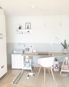 Werkplek - Binnenkijken bij tattelie Be inspired by the interior of tattelie and many others! Home Office Inspiration, Workspace Inspiration, Room Inspiration, Home Office Design, Home Office Decor, Cute Bedroom Ideas, Dream Rooms, My New Room, Decor Room