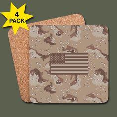 Dryckesunderlägg med US desert camouflage (chocolate chip cookie camo) och amerikanska flaggan. Accessoarer från Gammelyxan.