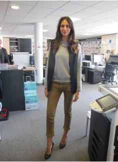 Sophie Laban Pull Uniqlo, veste sans manche Zara, pantalon Isabel Marant, escarpins Chanel et collier Pascale Monvoisin