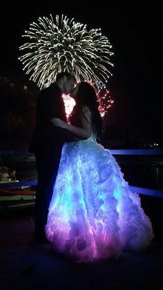 Light Up Dresses, Light Dress, Pretty Dresses, Beautiful Dresses, Crazy Dresses, Custom Wedding Dress, Wedding Dress Styles, Dress Wedding, Smart Party Dresses