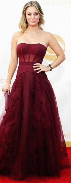 Who made Kaley Cuoco's red strapless gown, jewelry, and clutch handbag that she wore to the 2013 Emmys?