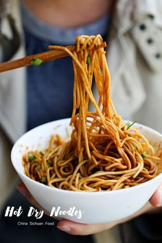 Hot and Dry Noodles–Wuhan Noodles – China Sichuan Food @elaineseafish Asian Noodle Recipes, Asian Recipes, Ethnic Recipes, Chinese Dry Noodle Recipe, Top Recipes, Halal Recipes, Vegetarian Recipes, Cooking Recipes, China Food