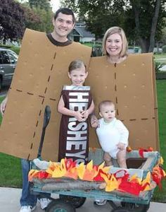 One sweet chocolate bar toddler + one adorable puffy marshmallow baby + two cardboard graham crackers = perfect family halloween outfits!