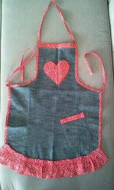 Sewing Tips & Tutorials Sewing Hacks, Sewing Crafts, Sewing Projects, Men's Shirt Apron, Jean Apron, Cute Aprons, Denim Ideas, Apron Designs, Denim Crafts