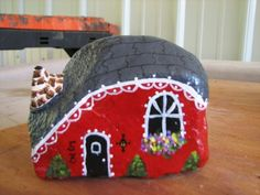 ❤~Piedras Pintadas~❤ ♥ ⊰❁⊱ little red house painted on a rock Pebble Painting, Dot Painting, Pebble Art, Stone Painting, House Painting, Stone Crafts, Rock Crafts, House On The Rock, Hand Painted Rocks