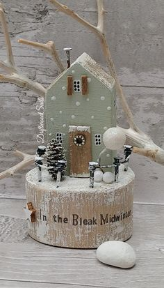 Christmas Town, Christmas Signs, Christmas Projects, Christmas Crafts, Christmas Decorations, Christmas Ornaments, Xmas, Small Wooden House, Wooden Cottage