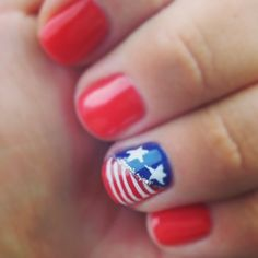 30 Patriotic Nail Art Ideas For The Fourth Of July! I need this patriotic nail inspiration!