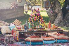 Oriental Wedding Decor Geïnspireerd door de Tales of the Thousand and One Nights - Nieuwe Decoratie Moroccan Party, Moroccan Theme, Moroccan Style, Moroccan Wedding Theme, Moroccan Garden, Oriental Wedding, Deco Champetre, Picnic Set, Deco Floral