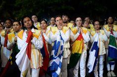 Jóvenes participan de la realización del Vía Crucis en Río de Janeiro, ante la presencia del Papa Francisco. (AFP)