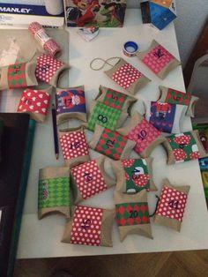 Cajitas para calendario de adviento con rollos de papel