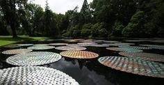 Ninfe galleggianti dal riciclo dei vecchi CD  #upcylce, #eco-design #installazioni artistiche
