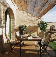 """La casa de esta Semana es """"Can Riumors"""". Situada en Riumors, en la provincia de Girona, esta casita con capacidad para 6 personas es ideal para parejas o familias.  ¿Por qué no celebrar el Día de la Madre en Can Riumors?   ¡Can Riumors, el regalo perfecto!"""