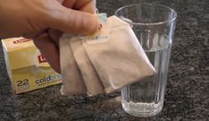 Seks geniale triks til rengjøring av badet Cold Brew, Tableware, Tips, Sachets, Social, Voici, Clean Toilets, Cleaning Hacks, Water Stains