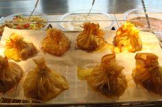 Aumônières de poires au Beaufort Fromage Beaufort, Shrimp, Garlic, Meat, Vegetables, Food, Pears, Essen, Vegetable Recipes
