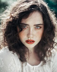 Beautiful Portraits of Women With Freckles Agata Serge is a young self-taught photographer from Lodz, Poland who currently based in Amsterdam, The Netherlands. Agata started photography in she shoots a lot of portrait, black and white… Women With Freckles, Inspiration Artistique, Female Character Inspiration, Gray Eyes, Blue Eyes, Brown Eyes, Photo Reference, Character Reference, Drawing Reference