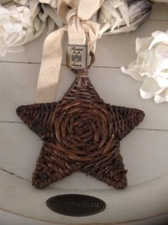 .hvězdička na zavěšení - pletení z papíru- obrázek - inspirace