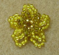 Janie's Beads: Beaded Flowers - Day One Jewelry Making Tutorials, Beading Tutorials, Beading Projects, Free Tutorials, Seed Bead Jewelry, Beaded Jewelry, Diy Jewellery, Jewellery Making, Beaded Spiders