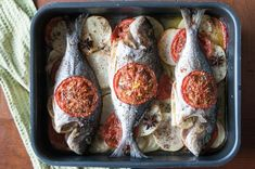 Top recipes for fish and seafood. The Greek chef Akis Petretzikis shares fresh ideas and cooking instructions for successful seafood and fish dishes. Greek Recipes, Raw Food Recipes, My Recipes, Cooking Recipes, Foods That Contain Gluten, Paleo, Dairy Free Diet, Greek Cooking, Processed Sugar