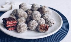 These delicious peppermint cherry balls are all about Christmas. You can't go wrong little bites that have Cherry Ripe, Peppermint Crisp and chocolate biscuits all together. Make some for yourself and some to give away as gifts. Xmas Food, Christmas Sweets, Christmas Balls, Christmas Recipes, Toddler Lunch Box, Peppermint Crisp, Baking Recipes, Dessert Recipes, Bread And Butter Pudding