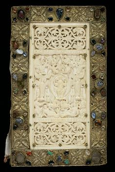 The Evangelium Longum, a world-class work created by the St. Gallen monks Sintram (text) and Tuotilo (binding). 9th century