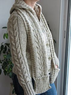 Ravelry: Central Park Hoodie Scarf pattern by Cathy Tricotons Knit Jacket, Knit Cardigan, Knit Sweaters, Cardigans, Sweater Knitting Patterns, Loom Knitting, Hoodie Pattern, Big Knits, Knitting Accessories