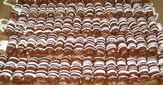 250 g strouhaného kokosu 150 g moučkového cukru 2 lžíce rumu 1 salko na čokoládovou polevu: 150 g čokolády na vaření 60 g omegy bílá poleva v sáčku  Z kokosu, cukru, rumu a salka vypracujeme hmotu, ze které vytvarujeme malé válečky a vyrovnáme je na plech vyložený pečicím papírem. Necháme trochu ztuhnout v chladničce. …