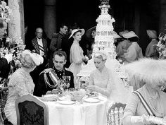 Prince Rainier & Princess Grace. When Hollywood star Grace Kelly wed Prince Rainier on April 19, 1956 in Monaco her six-tier wedding cake proved fit for a princess.
