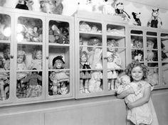Shirley Temple, 1930s  http://dollhood.tumblr.com/post/5527075110/miss-shirley-temple-shirley-temple-1930s