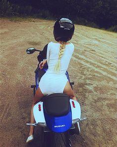 @___sonya_blade___ #mototeka #motorcycle #moto #motoдевушка #bikeride #bikelife #follow #followme #repost #girl #ride #rideout #motogirl #biker #streetbike #motorbike #instamotorcycle #instamoto #мотоцикл #мотоциклы #мотоциклистка #мотожизнь #мото #мотосезон #спортбайк #мотомосква #байкеры #мотогора #мотоледи #мотосезон2017