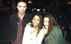 O casal Robsten se divertiu muito na noite de terça (19), em Los Angeles. Robert Pattinson e Kristen Stewart aproveitaram o dia de folga para irem juntos ao bar Ye Rustic. +