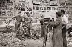 Fotógrafo ambulante retratando soldados. Foto: Martín Santos Yubero.